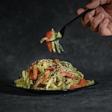Салат курица с овощами